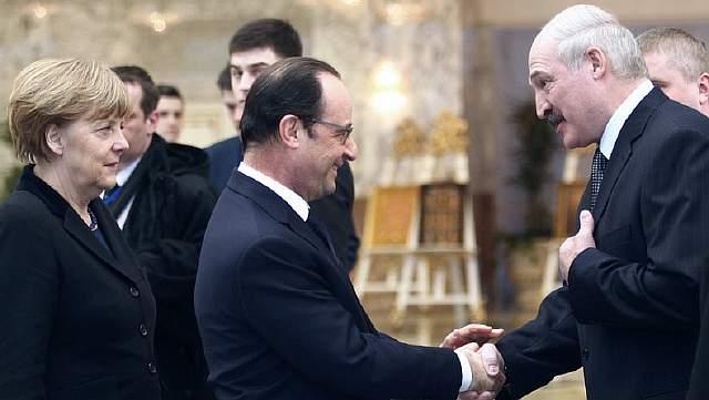 Александр Лукашенко приветствует в Минске Ангелу Меркель и Франсуа Олланда, 11 февраля 2015
