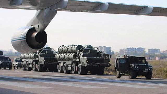 Российский зенитно-ракетный комплекс С-400 на авиабазе Хмеймим в сирийской провинции Латакия
