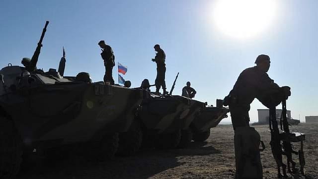 Подпись к изображению: На фоне вынужденного пересмотра Россией ее военных и бюджетных приоритетов, совместные учения, подобные этим, состоявшимся в рамках Организации Договора о коллективной безопасности в 2014 году, могут прекратиться