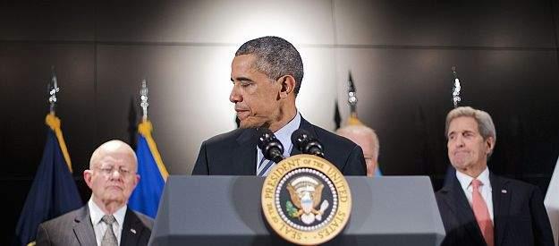 Подпись к изображению: Президент США Барак Обама в компании (слева направо) директора национальной разведки США Джеймса Клэппера, вице-президента Джо Байдена и госсекретаря Джона Керри после выступления в Национальном контртеррористическом центре, поселок Маклин, Вирджиния, 17 декабря 2015 г.