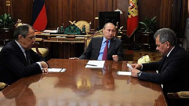 Подпись к изображению: Президент России Владимир Путин, министр иностранных дел Сергей Лавров и министр обороны Сергей Шойгу