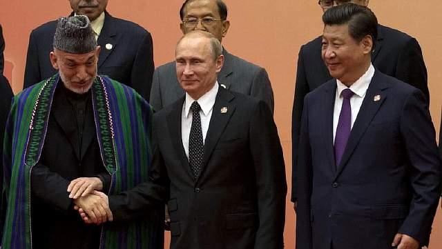 Подпись к изображению: Российский президент Владимир Путин, президент Афганистана Хамид Карзай, Председатель Китайской Народной Республики Си Цзиньпин и др. во время четвертого саммита Конференции взаимодействию и мерам доверия в Азии (СВМДА), Шанхай, 20 мая 2014 года
