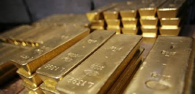 (FILES) - Gold bars are pictured on April 6, 2009 at a plant of gold refiner and bar manufacturer Argor-Heraeus SA in Mendrisio, southern Switzerland. The price of gold hit a record high above 1,100 dollars an ounce in trading on November 6, 2009 in London following a report that Sri Lanka had joined India in purchasing the precious metal in favour of the US currency. AFP PHOTO / SEBASTIEN DERUNGS