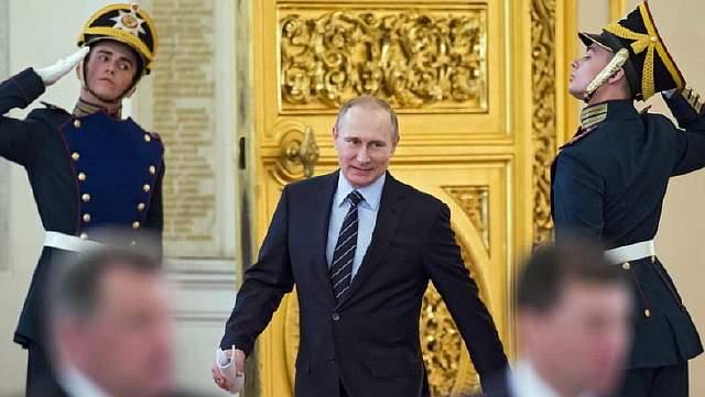 Подпись к изображению: Должна ли Европа восстановить свои связи с господином Путиным?