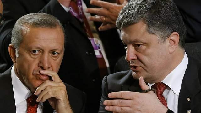 Подпись к изображению: Турецкий президент Реджеп Тайип Эрдоган беседует с украинским президентом Петром Порошенко во время саммита НАТО в Уэльсе, 4 сентября 2014 года