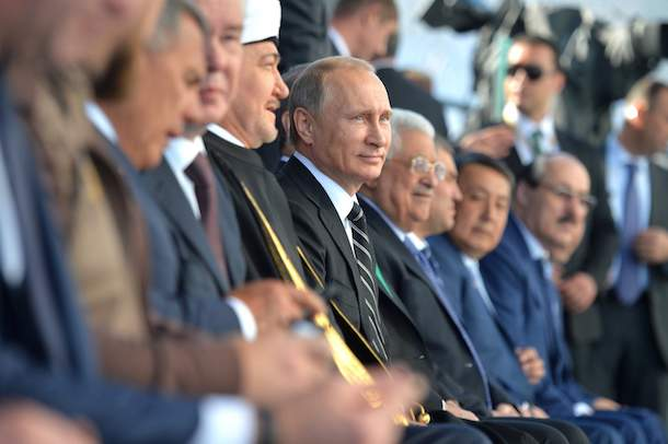 Подпись к изображению: Президент Владимир Путин на церемонии открытия Московской соборной мечети