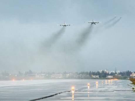 подпись к изображению: Согласно заявлению Путина об отводе  российских войск, озвученному в марте этого года, российские самолеты покидают военную базу Хмеймим недалеко от города Латакия.