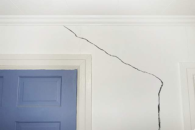 Cracked_Drywall