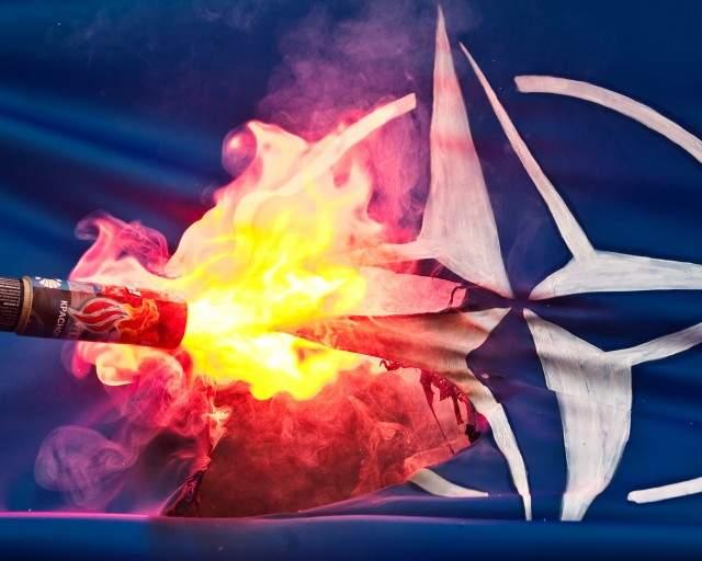 russia-nato-flag-burn