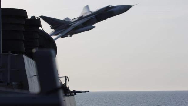 Пролет российского СУ-24 над боевым кораблем ВМФ США Дональд Кук