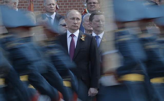 vladimir-putin-russian-troops