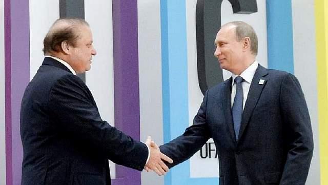 Президент России Владимир Путин и премьер Пакистана Наваз Шариф на 7-м саммите БРИКС