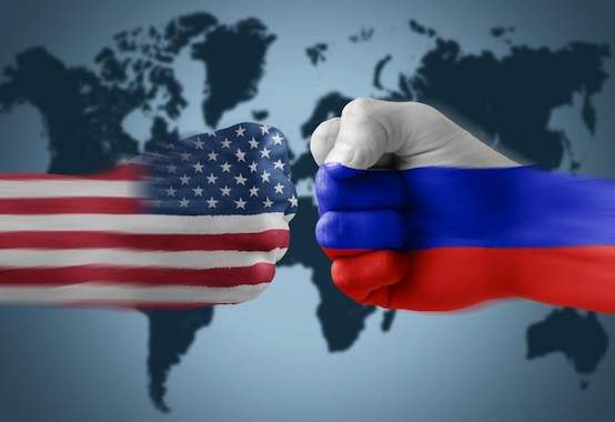 russia-us-fists-flags-clashing-554x380