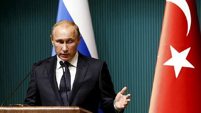 Подпись к изображению: Российский президент Владимир Путин участвует в пресс-конференции в президентском дворце в Анкаре, 1 декабря 2014 года