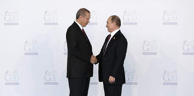 Подпись к изображению: Анкара и Москва в июне положили конец продолжавшейся семь месяцев напряженности, когда президент Реждеп Тайип Эрдоган написал российскому президенту Владимиру Путину письмо с извинениями по поводу сбитого российского самолета Су-24