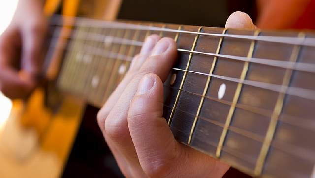 acoustic-guitar-lessons-hove