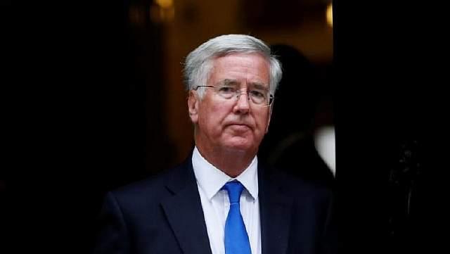 Подпись к изображению: Британский министр обороны Майкл Фэллон после заседания кабинета министров на Даунинг стрит, 10 в Лондоне, 8 сентября 2015 года