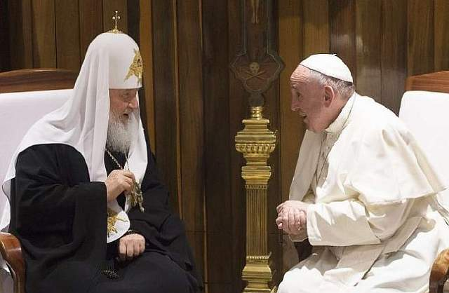 Pope_Francis_meets_with_Patriarch_Kirill_3_in_Havana_Cuba_on_Feb_12_2016_Credit_LOsservatore_Romano_CNA_2_12_16-690x450
