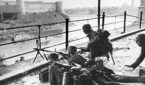 История не повторяется, но часто рифмуется: американские солдаты позируют для ещё одного прискорбного фото