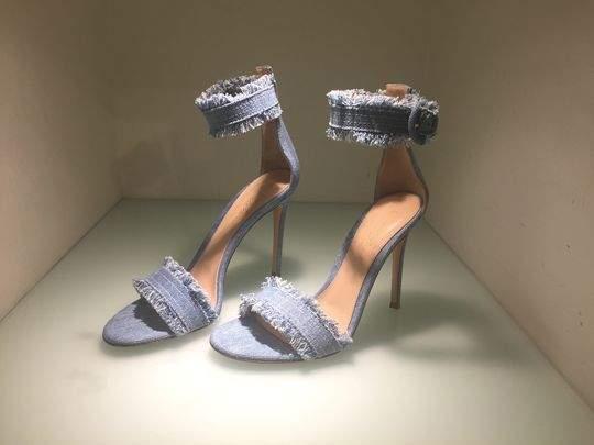 636256056489327641-shoes10