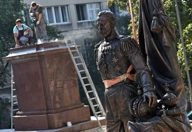 tsar-nicholas-II statue