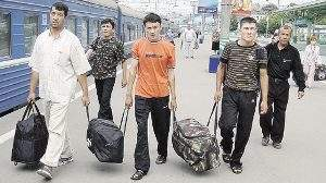 Мигранты стремятся в Россию, хотя в Китае зарплата выше