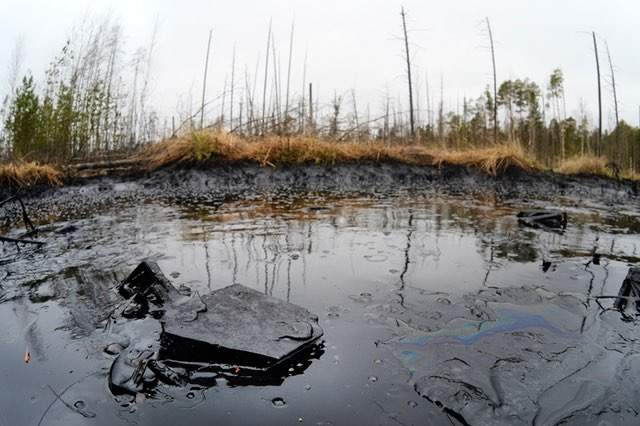 Oil-spills-at-Mamontovskoye-oil-field-in-Khanty-Mansi-Okrug