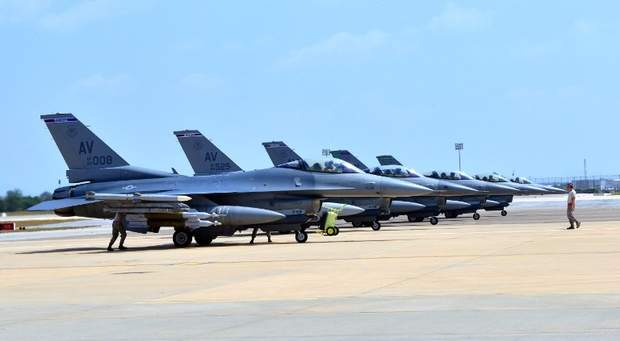 US deploys 6 F-16s to Turkey for IS fight: NATO mission