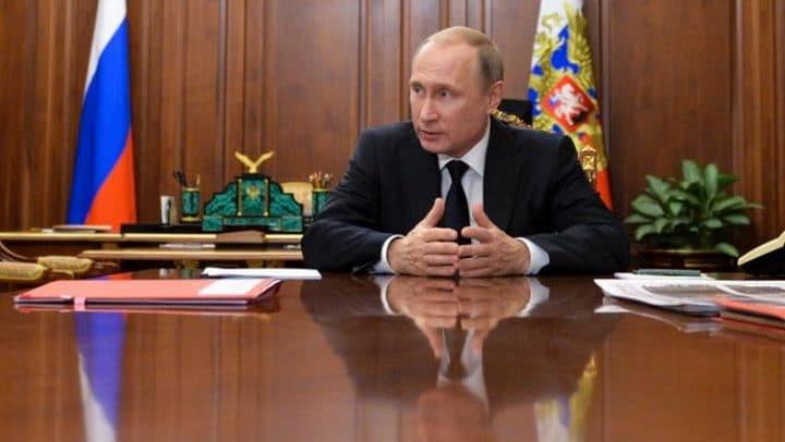 102688482_Russian_President_Vladimir_Putin_meets_with_Moscow_mayor_Sergei_Sobyanin_and_Culture_Minis-large_trans_NvBQzQNjv4BqNfy3y1bAskprEdfySmFJFSx6Xn60-km8n49wNLFW37U