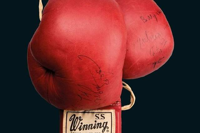 Muhammad-Ali-boxing-gloves-auction