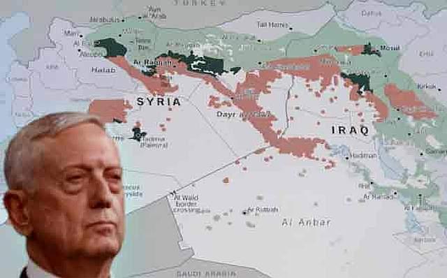 Министр обороны США Джим Маттис стоит перед картой Сирии