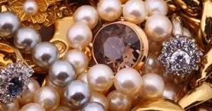 Драгоценные и полудрагоценные камни: от предметов для обрядов до ювелирных украшений