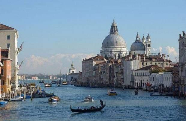 800px-canal_grande_chiesa_della_salute_e_dogana_dal_ponte_dell_accademia-620x404