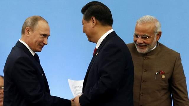 Подпись к изображению: Согласно сообщениям СМИ, лидеры России и Китая предложили свое посредничество с целью ослабления напряженности между Пакистаном и Индией