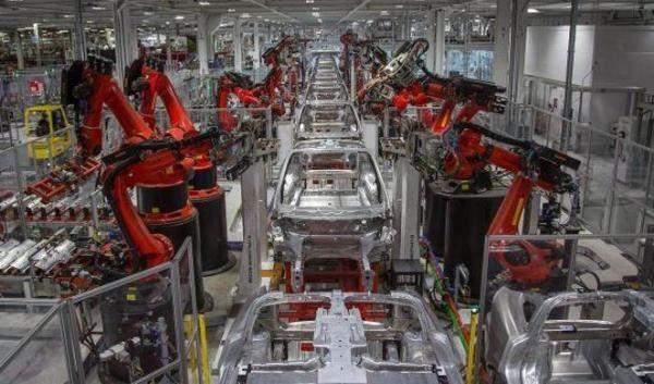 Tesla-Robots_0.jpg