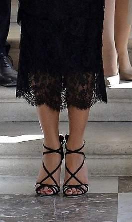 melania-trump-black-dress-sandals-belgium-09-detail