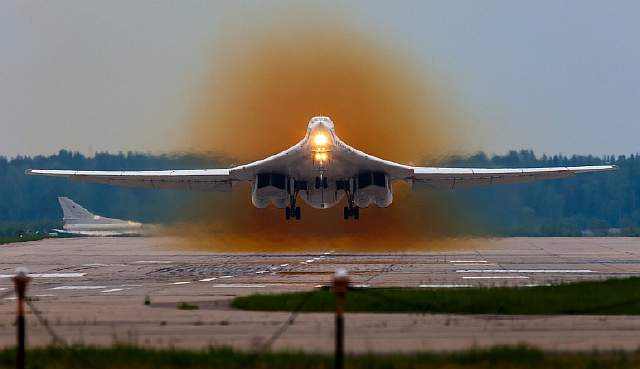 russian_air_force_tupolev_tu-160_rf-94113_takes_off_from_kubinka_1