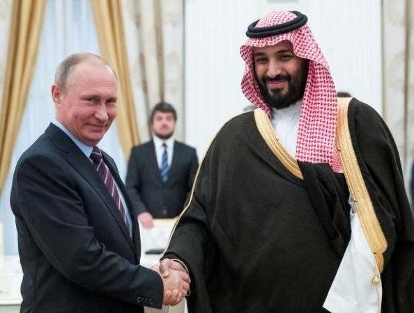 Подпись к изображению: Российский президент Владимир Путин пожимает руку заместителю наследного принца и министру обороны Саудовской Аравии Мухаммаду ибн Салману Аль Сауду, Москва, 30 мая 2017 года