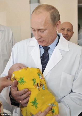 Подпись к изображению: В России под управлением Путина демографические показатели как никогда высоки.