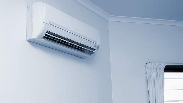 Wall-mounted air conditioning unit