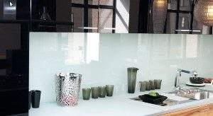 Сегодня в тренде фартуки из стекла для кухни