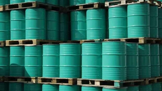 (© stock.adobe.com) Biz90-actionplan-092316-adobe oil barrels