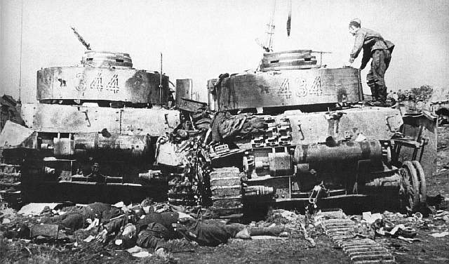 19440628_destroyed_panzer_iv_20._panzer_division_bobruisk