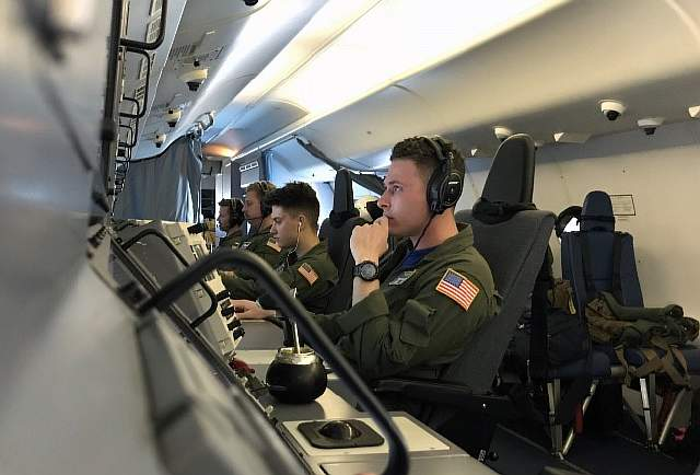 Members of the U.S. Navy Patrol and Reconnaissance Wing (CPRW) 11 fly on a P8-A Poseidon aircraft assisting the Argentine military in their search for the missing Argentine submarine ARA San Juan, taking off from the Bahia Blanca naval base in Buenos Aires province on November 26, 2017. / AFP PHOTO / CARLOS REYES (Photo credit should read CARLOS REYES/AFP/Getty Images)