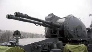 Российская корабельная автоматическая пушка АК-130 способна уничтожать эсминцы и дроны