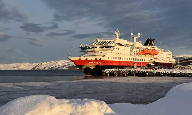 hurtigruten_at_port_in_kirkenes