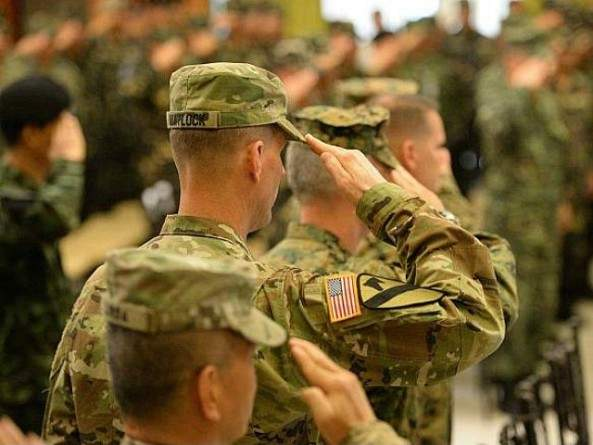 us-army-soldiers-us-military-salute-flag-getty-640x480