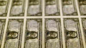 Россия сбрасывает облигации Минфина США. Последует ли ее примеру Китай?