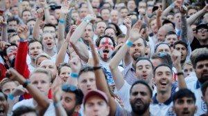 Английские фанаты нашли лёгкий способ получить паспорт болельщика и устремились в Россию