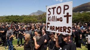 Спастись от смерти: белые фермеры из ЮАР ищут убежища в России
